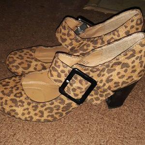 Jaclyn Smith Leopard heels